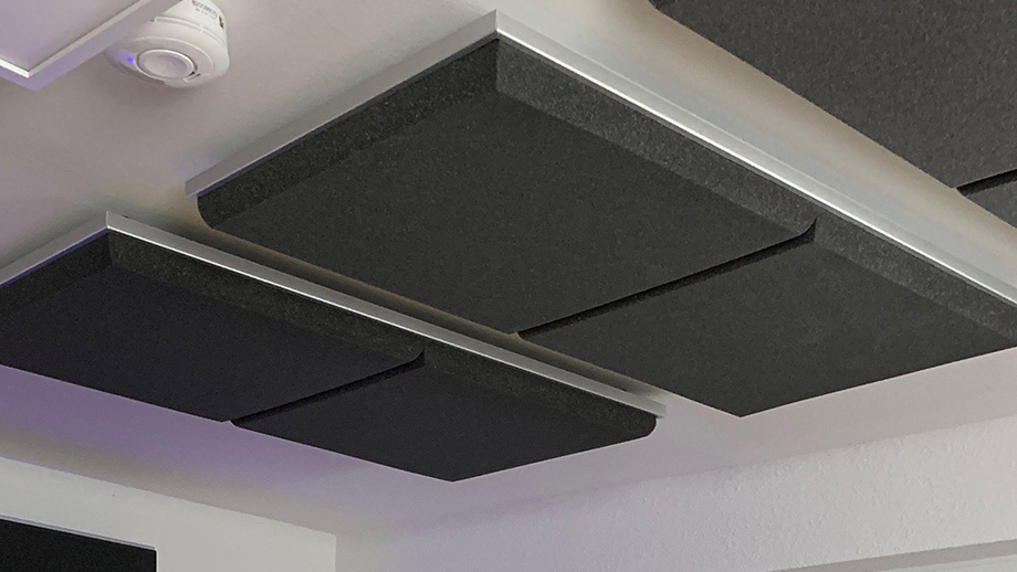 Sound absorber SH004 in a hanging cassette on the ceiling of the recording studio